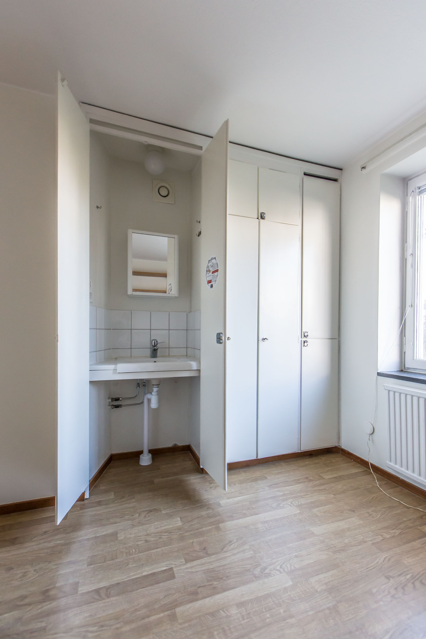 Student Living Room Decor: Rackarbergsgatan, Student Room With Private Sink